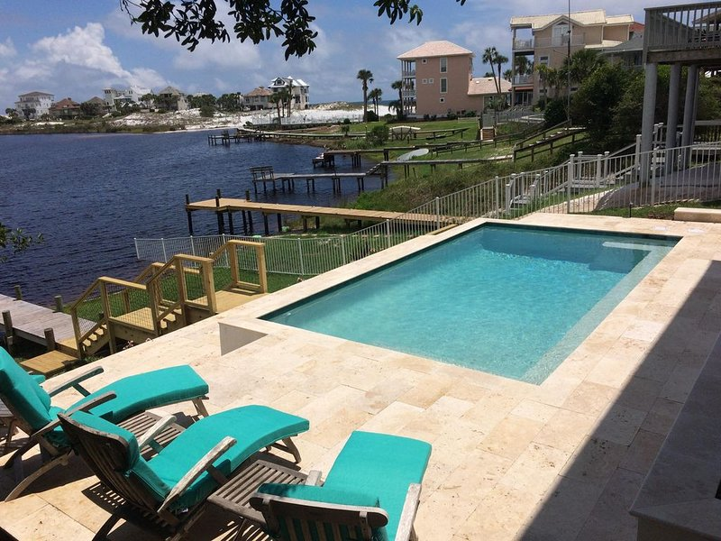 Eastern Lake Living Just A Paddle Away From The Gulf - Now, with Lakefront Pool, holiday rental in Seagrove Beach