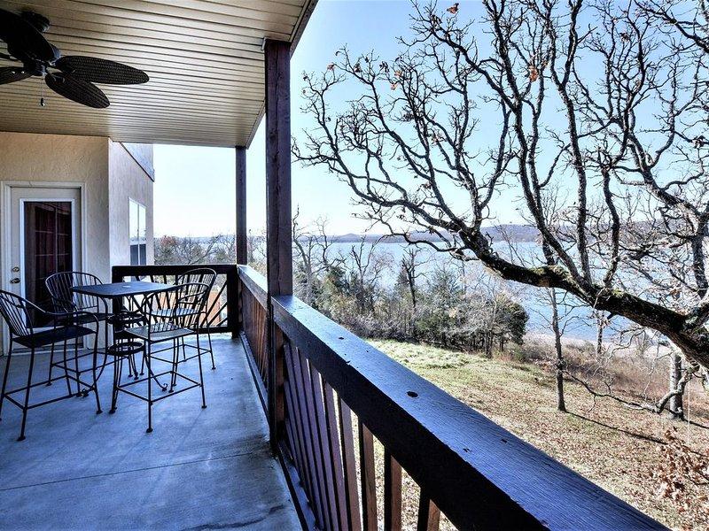 Table Rock Lake, Luxury Lake front condo, jacuzzi ,5 min to Silver Dollar City, alquiler de vacaciones en Branson