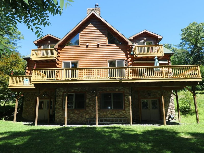 Log Home on the Lake, holiday rental in Saxton