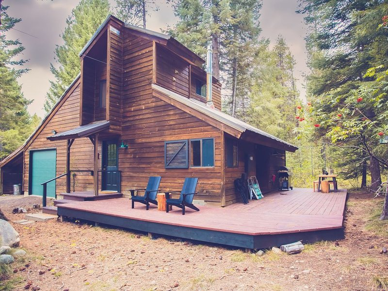 Cedar Cabin Tucked into the Pines Backing Up to Ponderosa State Park!, holiday rental in McCall