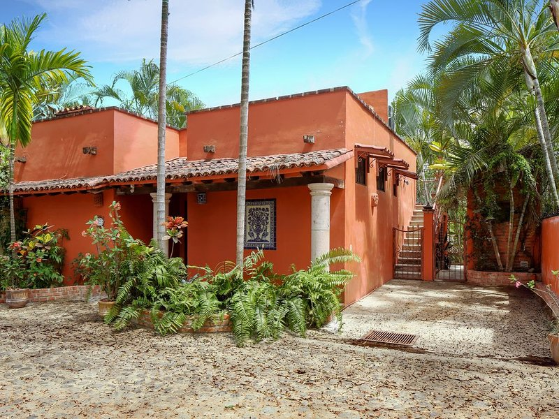 Casa Cereza - Charming House Just a 4 Minute Walk to Beach & Town, holiday rental in Sayulita