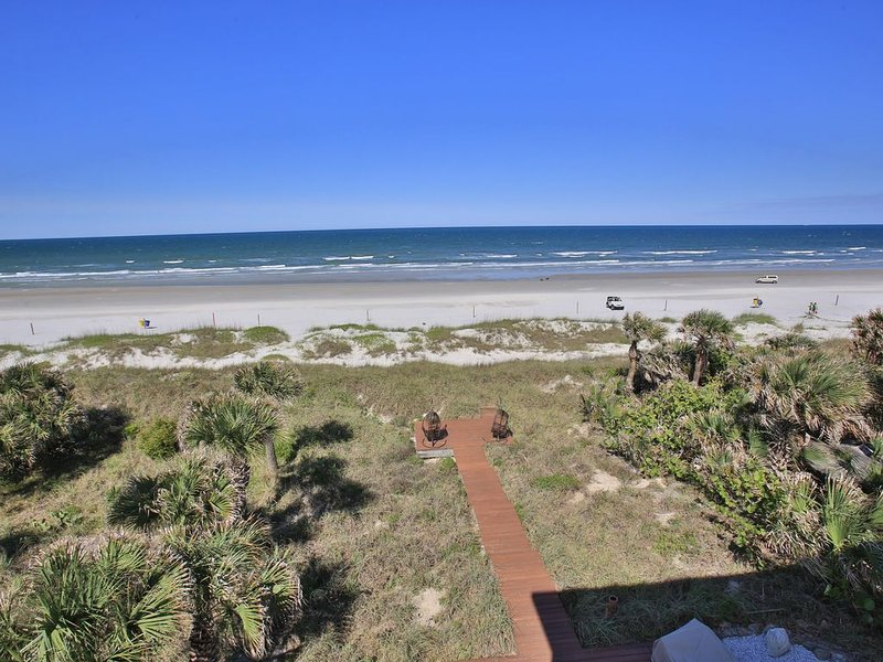 Awesome Oceanfront Home in Prime New Smyrna Beach Location, vacation rental in New Smyrna Beach