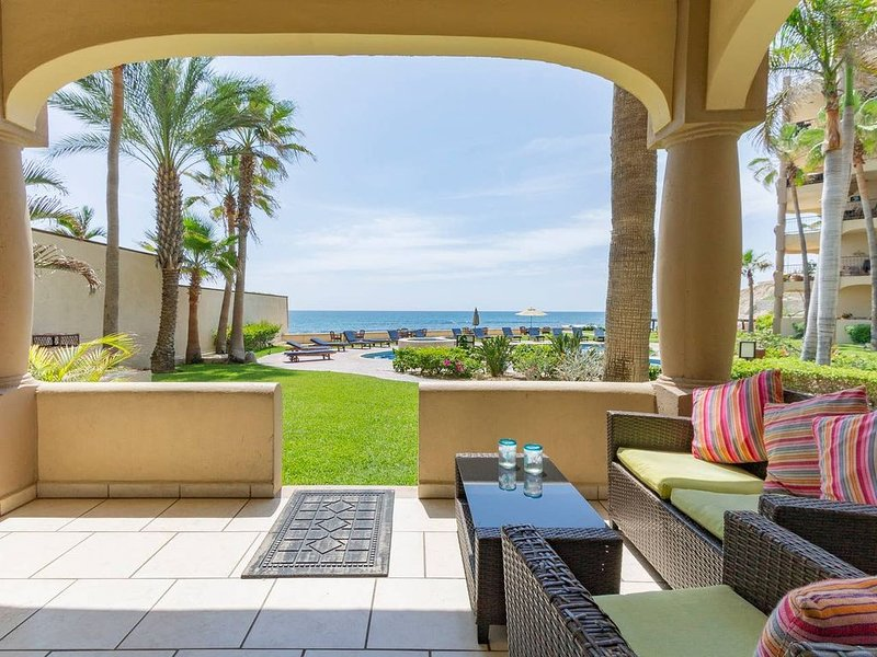 Las Olas Oceanfront Surfer's Paradise, 3 Bedroom Ground Level End Unit, holiday rental in San Jose del Cabo