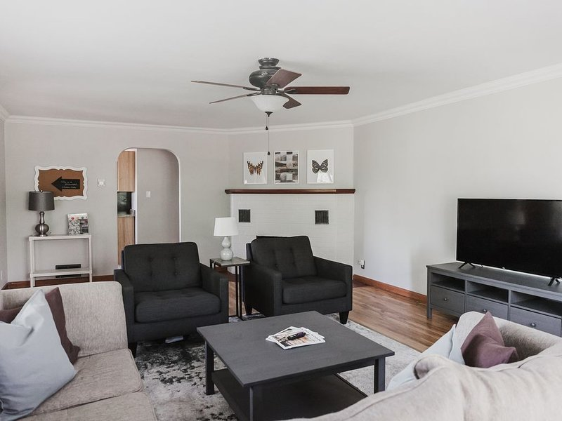 Walk to CMU Campus-Central Downtown Location, vacation rental in Fruitvale