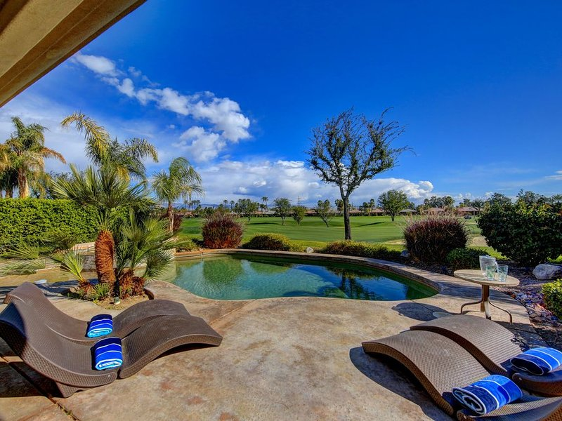 Recently Remodeled Desert Retreat-Private Pool & Spa on Private Golf Course, casa vacanza a Greater Palm Springs