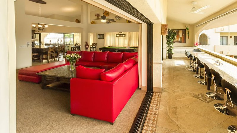 one block to medano beach , 2 blocks to the Cabo Marina & Downtown Cabo, holiday rental in Los Cabos
