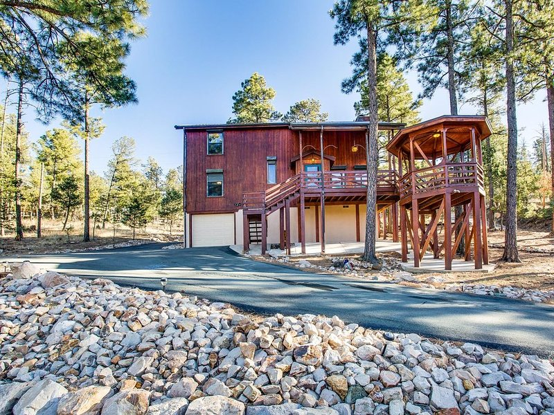 Blissful Pines Lodge in Alto NM Privacy, Updated, has everything you need!!!, alquiler vacacional en Nogal