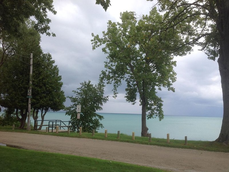 New Beauty - Lake Huron access, vacation rental in Carsonville