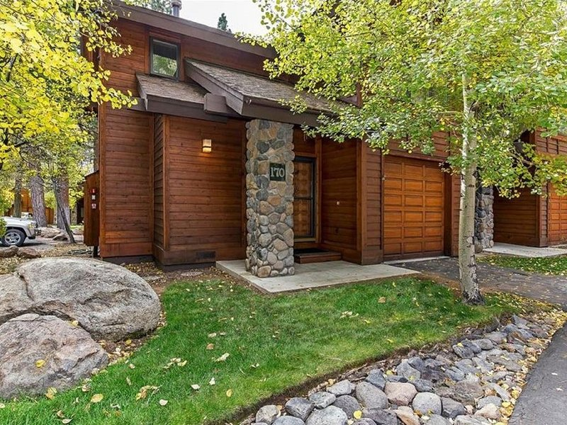 A Gorgeous, Great Get-Away - Fabulous location, clean, and relaxing!, vacation rental in Incline Village