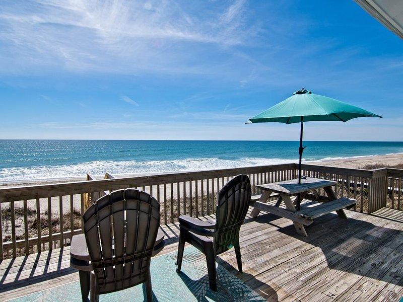 Oceanfront cottage; clean, modern, and close!! Play, rest, restore..., alquiler de vacaciones en Emerald Isle