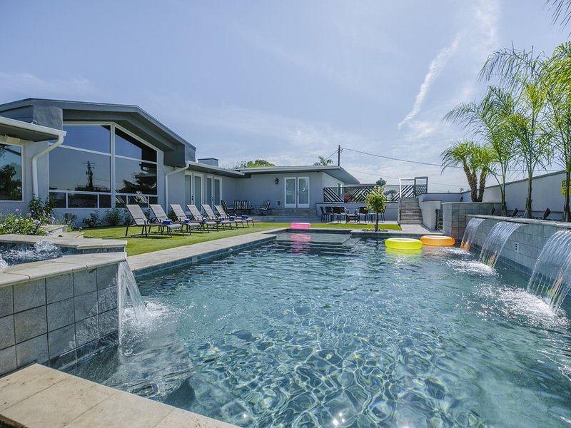 40% OFF FAMILY FRIENDLY STAYCATION * $2.5M REMODELED LUXURY PARADISE RETREAT!, alquiler de vacaciones en Paradise Valley