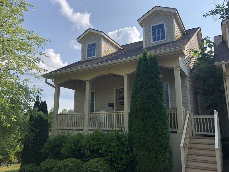 Spacious Townhouse at Innsbruck Resort and Golf Club in Helen, GA, holiday rental in Helen