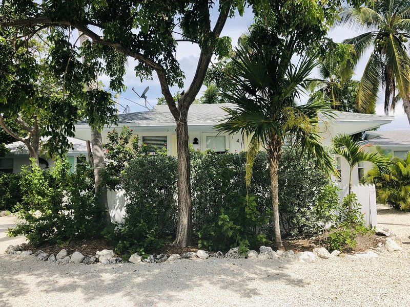 Islamorada Escape – Bungalow #4 – Cozy, clean, tropical oasis!, location de vacances à Long Key