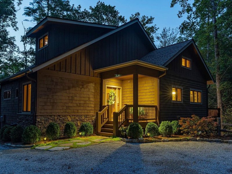 Beautiful mountain retreat home in Mountain Club at Cashiers, location de vacances à Cashiers