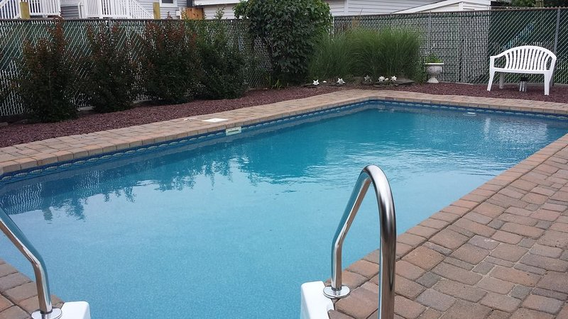 Steps to Beach AND In-Ground Private Pool!, holiday rental in Point Pleasant Beach