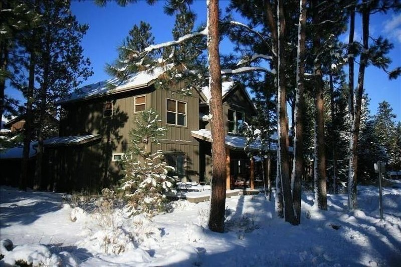 RiverWild Mt. Bach Village  PRIVATE HOT TUB Wi/Fi A/C, vacation rental in Bend