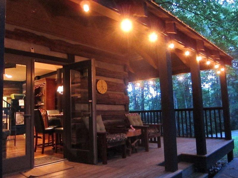 UPSCALE DESIGNER ROMANTIC LOG CABIN  (BOONE, BLOWING ROCK, LINVILLE, BANNER ELK), alquiler de vacaciones en Jonas Ridge