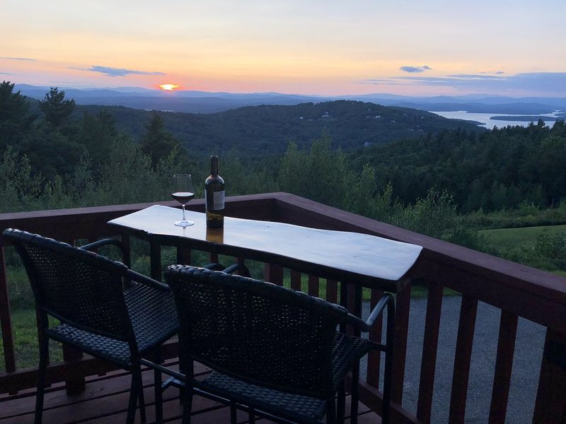 Breathtaking Views of Gunstock and Lake Winnpesaukee from every room, vacation rental in Gilford