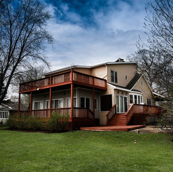 Enjoy my very Open Floor Plan with A Spectacular View! Low rates for spring, vacation rental in Elkhorn