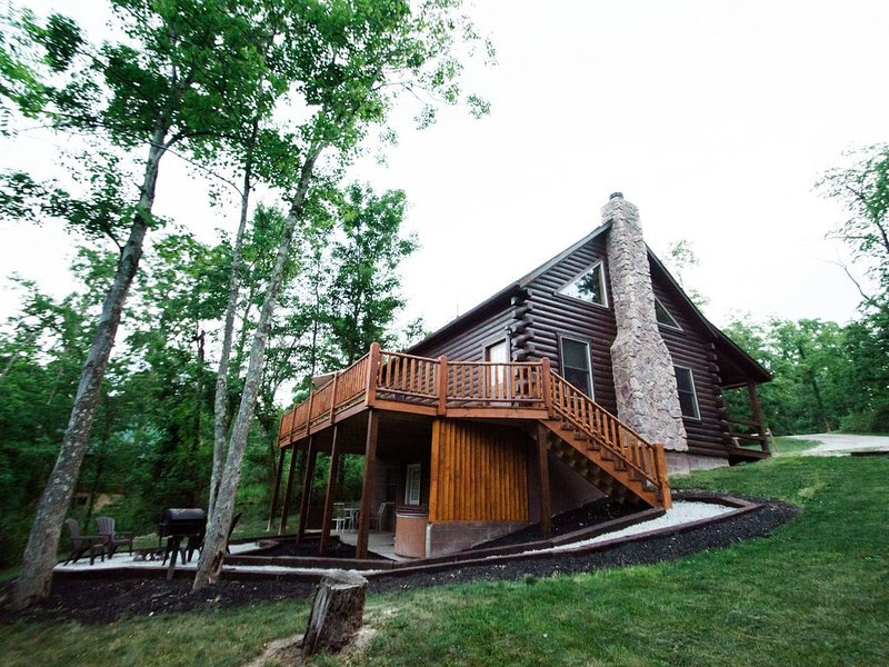 Liberty Ridge Log Cabin in the heart of the Hocking Hills