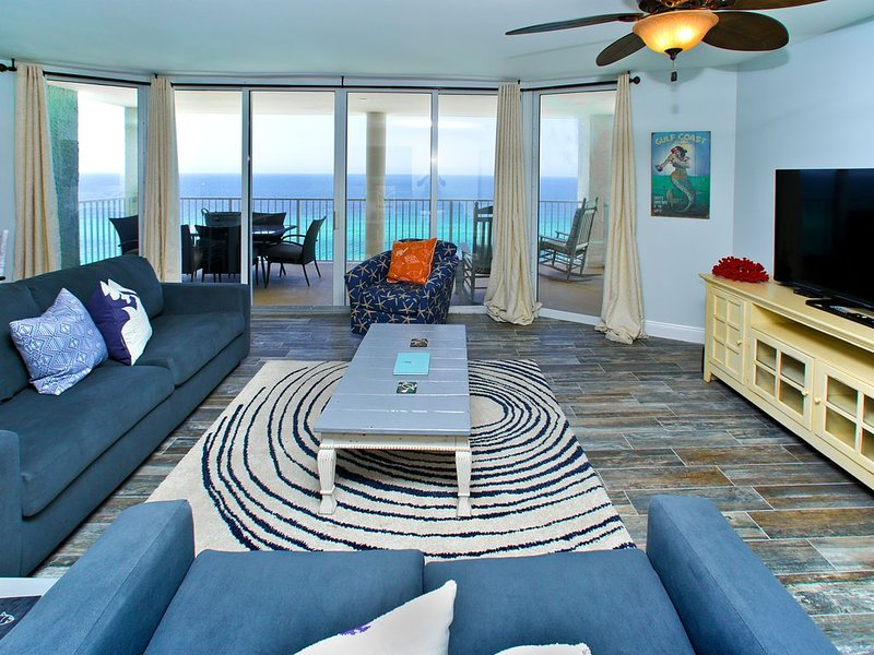 Stunning Gulf Front Condo with Ocean Views from all 3 Rooms! Fully Stocked, alquiler de vacaciones en Panama City Beach