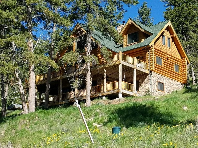 Luxurious Cabin Located In Northwest Colorado (USA), vacation rental in Red Feather Lakes