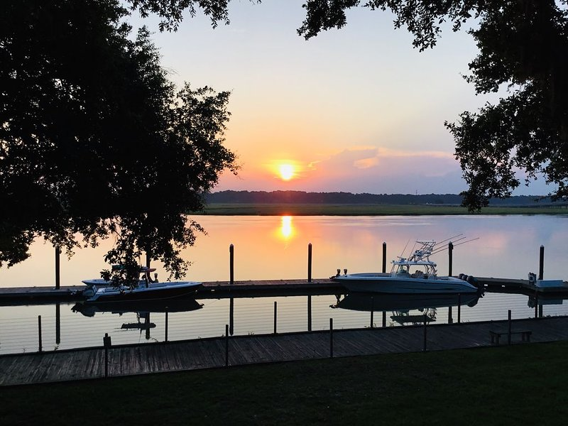 Beautiful waterfront views!, vacation rental in Beaufort