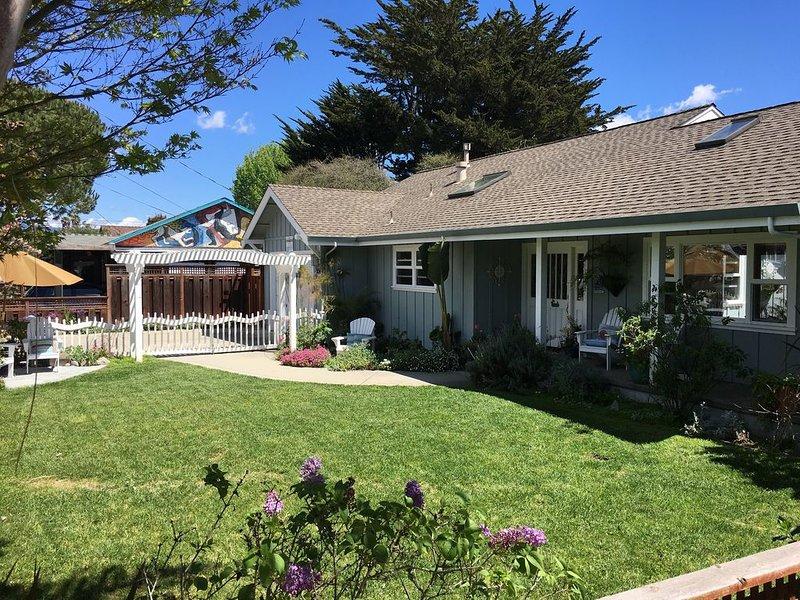 Happy Fall* 26TH Ave Perfect Family Beach House,HotTub,Steps to Beach,, Ferienwohnung in Santa Cruz