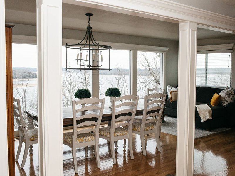 Enjoy a gorgeous Beaver Lake view at The Blue Heron., holiday rental in Rogers