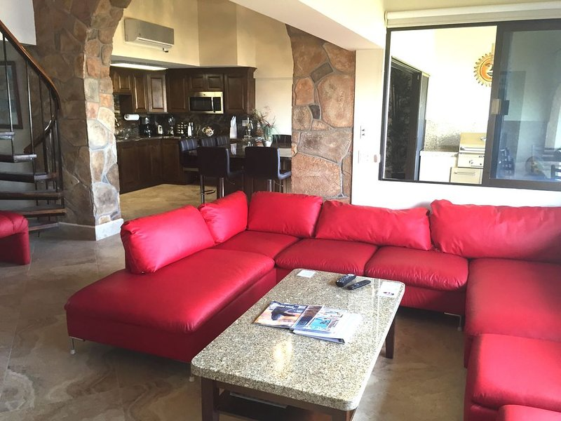 one block to medano beach , 2 blocks to the Cabo Marina & Downtown Cabo, vacation rental in Cabo San Lucas