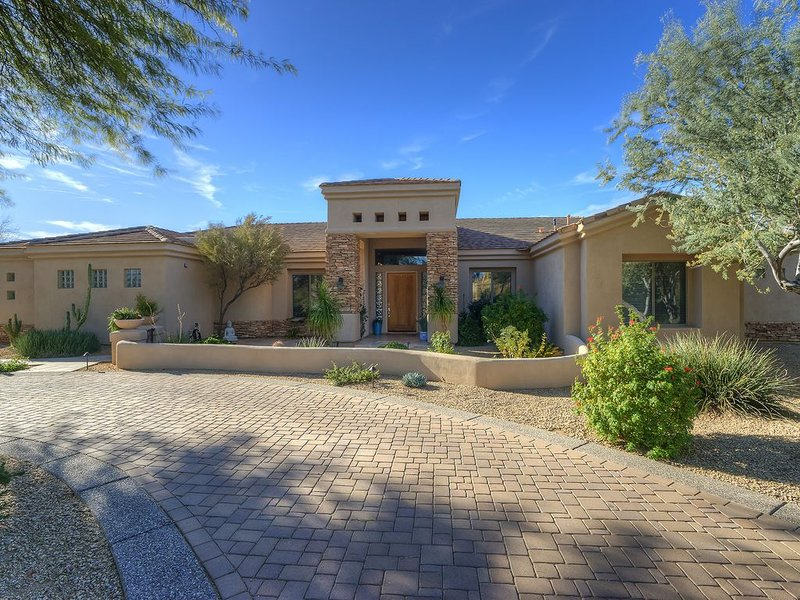 STUNNING 5* LUXURY RETREAT-RANKED # 3 VACATION HOME IN AZ, Ferienwohnung in Carefree