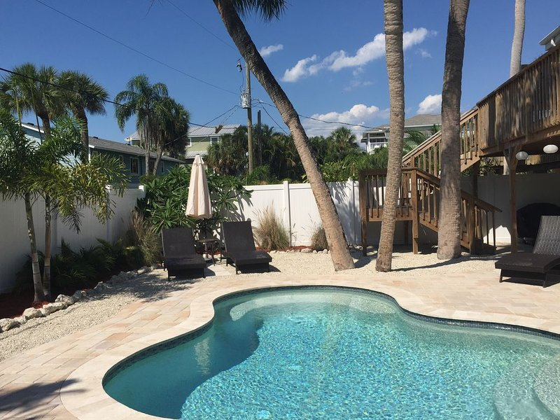 Close To The Beach And Restaurants With Private Heated Pool!, holiday rental in Holmes Beach