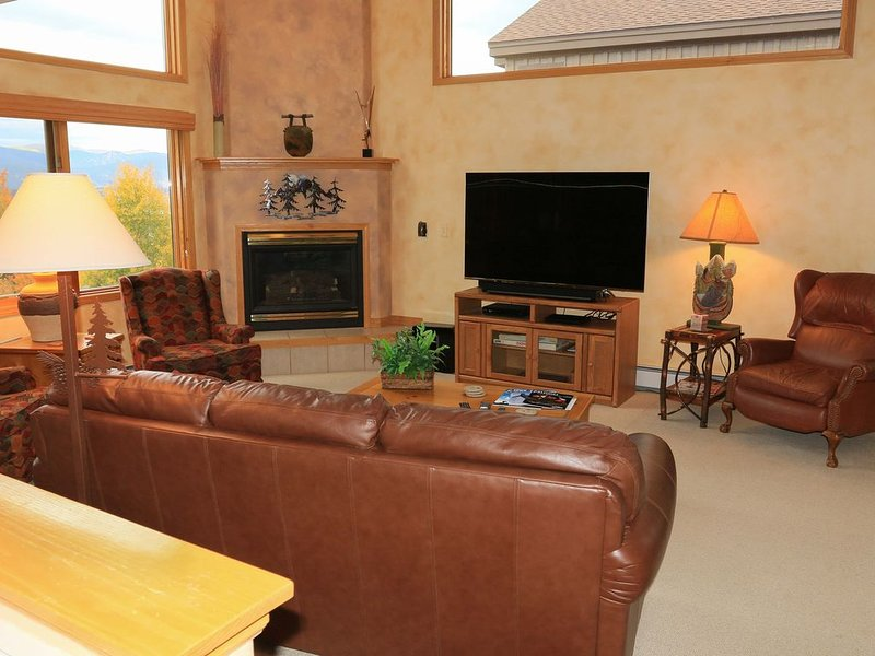 Enjoy Winter in the Mountains with Private Hot Tub and Great Views, casa vacanza a Silverthorne