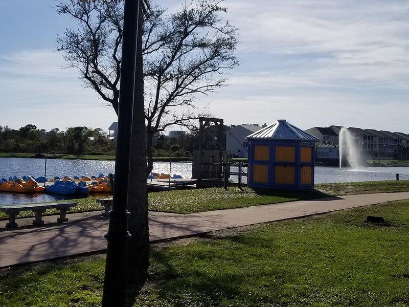 Im Lake Park können Sie auch Tretboote mieten. Ein Spaß für Kinder und Erwachsene.