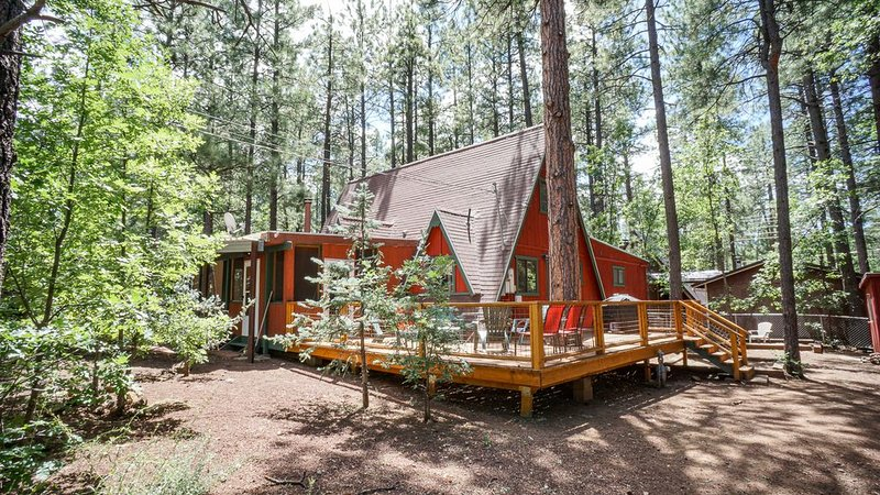 Charming Pinetop  Cabin and Ski Chalet- Completely Fenced w/ Doggie Door, alquiler vacacional en Pinetop-Lakeside