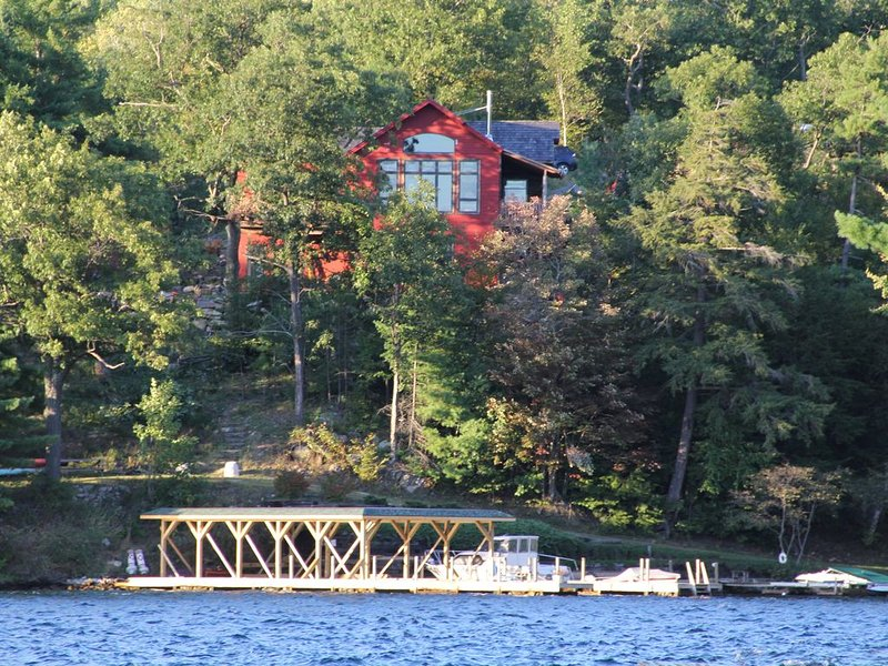 Lake George custom home 75 feet from the lakes edge!, holiday rental in Orwell
