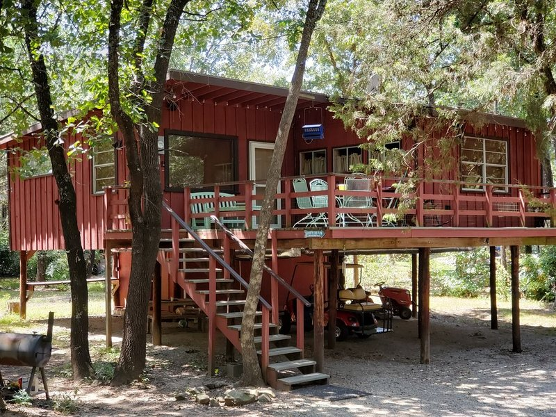 Secluded Treehouse Cabin, holiday rental in Pottsboro