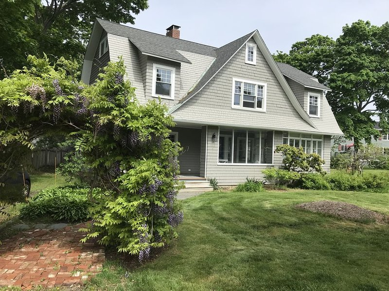 Renovated Historic Seaside House on Magnolia Point, Gloucester – Walk to Beach, holiday rental in Manchester-by-the-Sea