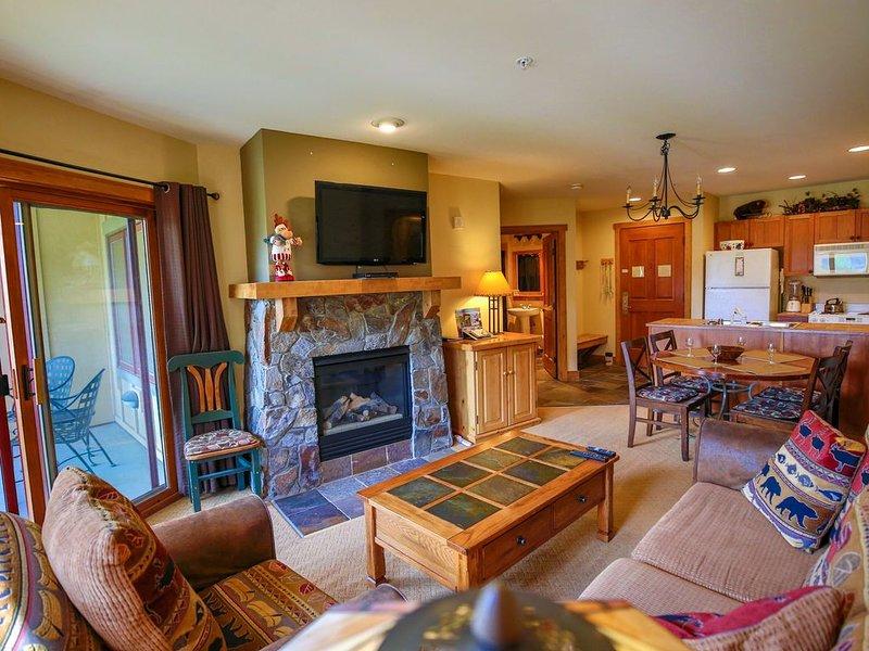 Best Rates At Keystone - 100 yds to Gondola - Unlimited Ski Area Views from Pool, location de vacances à Keystone