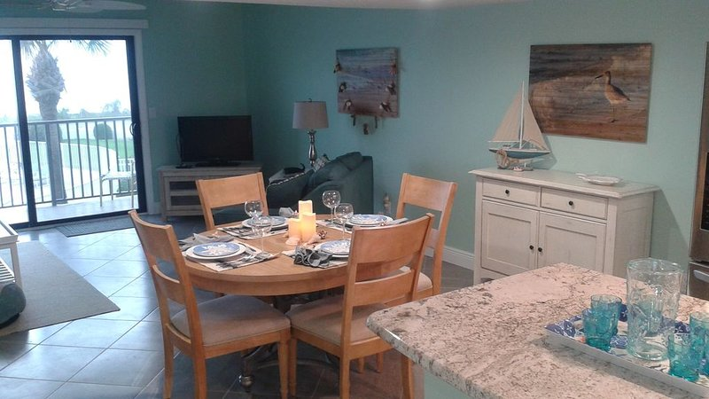 Beachfront 2BR Condo: Sea Oats on Flagler-GREAT OCEAN VIEWS-Recently Renovated!, alquiler de vacaciones en Flagler Beach
