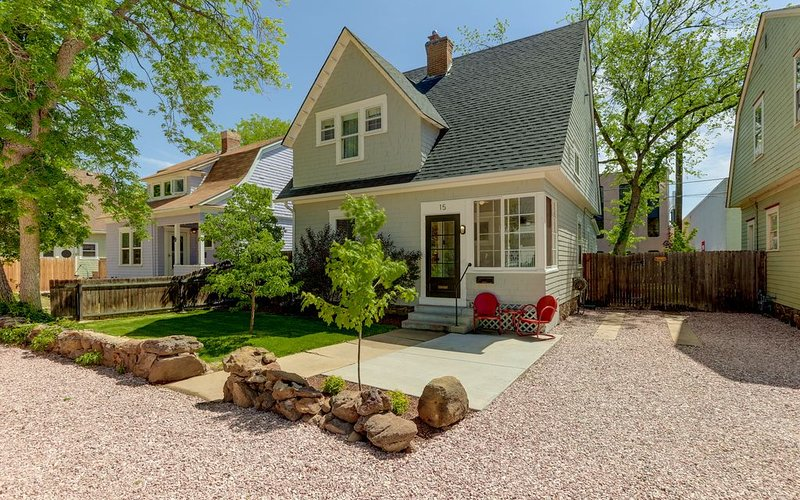 BEAUTIFUL DOWNTOWN VICTORIAN WITH HOT TUB!, vacation rental in Colorado Springs