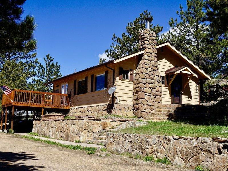 1923 Cabin Overlooking Downtown Estes Park & near Rocky Mountain National Park, alquiler de vacaciones en Estes Park