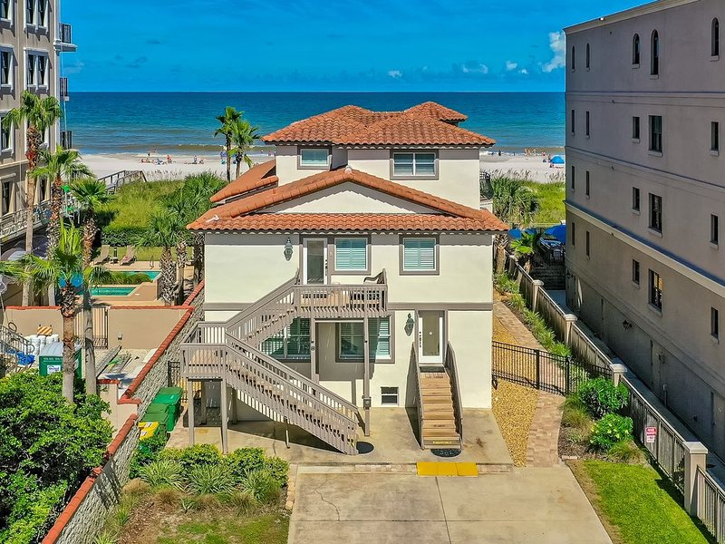 Awesome Beach House right * BEACH, SHOPS, BARS, RESTS, Oceanfront Pool & Parking, alquiler vacacional en Jacksonville Beach