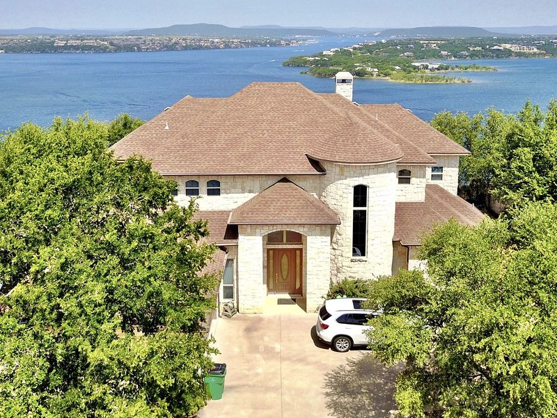 Stunning Lake Views from Beautiful Home on the Cliff at Possum Kingdom, location de vacances à Graford