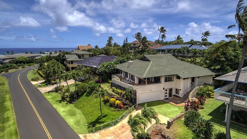 Beautiful Views, Walk To Beaches And Restaurants, Ferienwohnung in Koloa