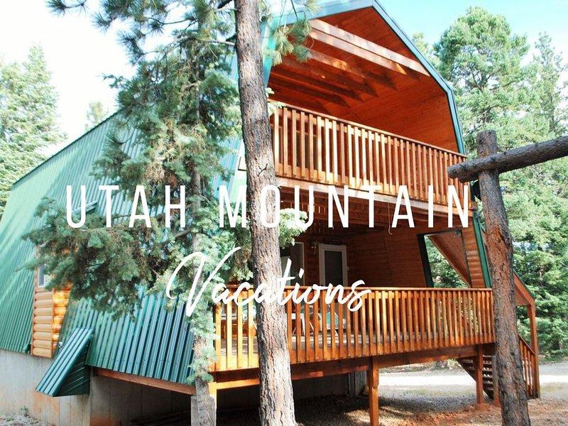 Sleeps 13- 3 Full Bathrooms - Family memories around the FIRE PIT!, casa vacanza a Duck Creek Village