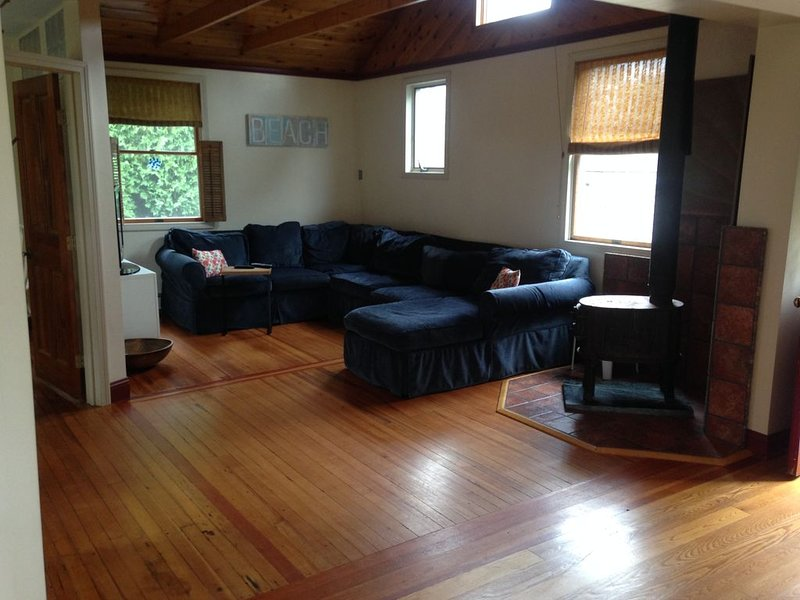 Relaxing Cottage, Minutes From The Beach, holiday rental in Middletown