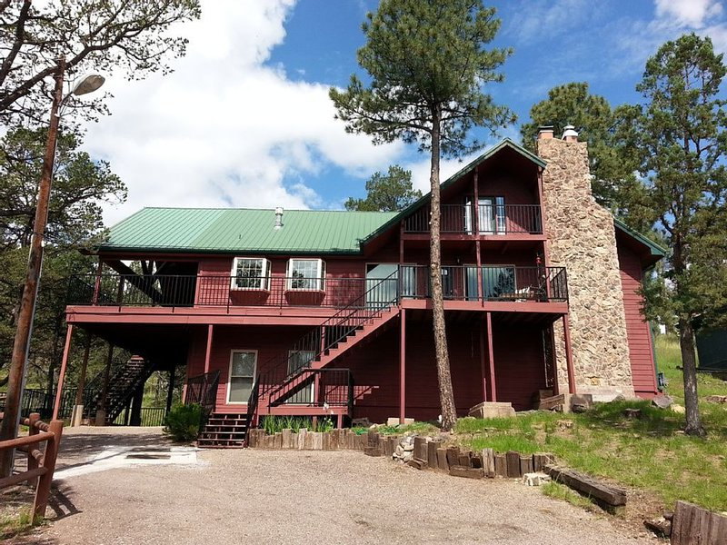 Huge Immaculately Maintained Home Close to Town But Right Next to Lincoln Forest, vacation rental in Ruidoso