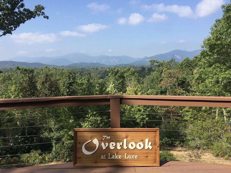 Das Overlook am Lake Lure bietet die besten Aussichten auf die Berge im Westen von North Carolina!