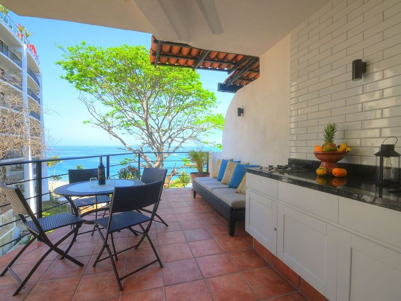 Coco Azul -Beach Front- Ocean Front-No Stairs, holiday rental in Puerto Vallarta